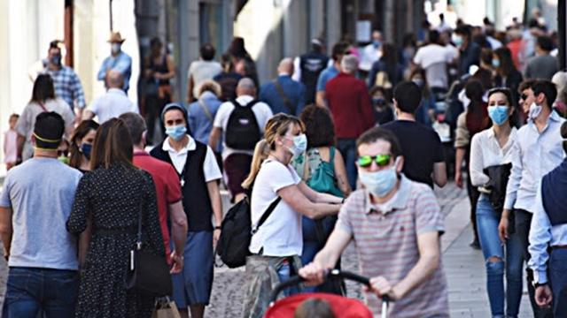 gente che indossa la mascherina - coronavirus